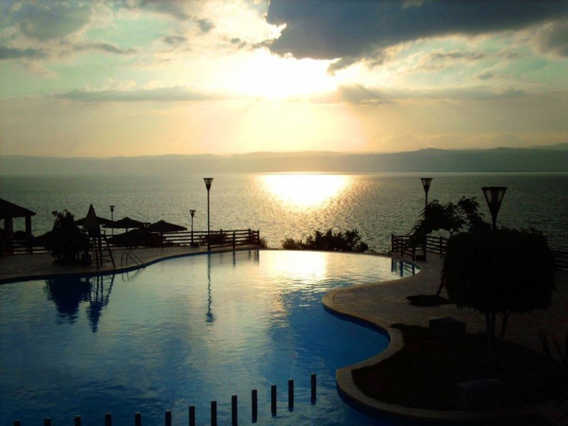 infinity pool Marriott Dead Sea